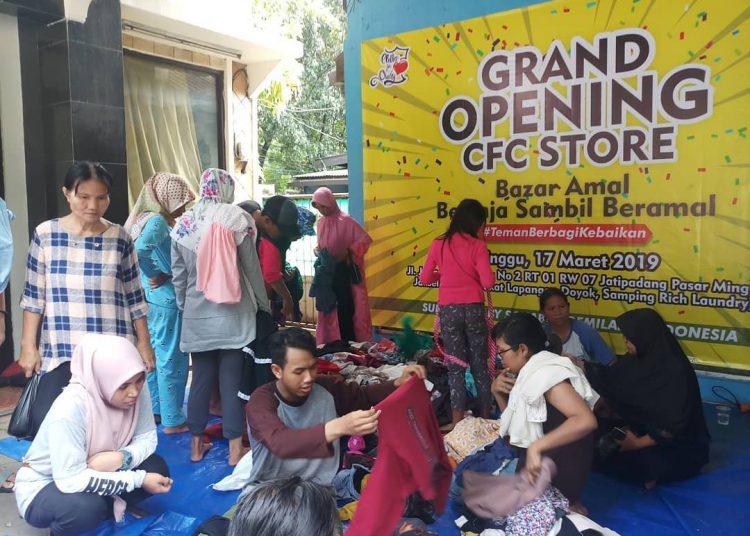 Antusias pembeli dalam acara Grand Opening CFC Store