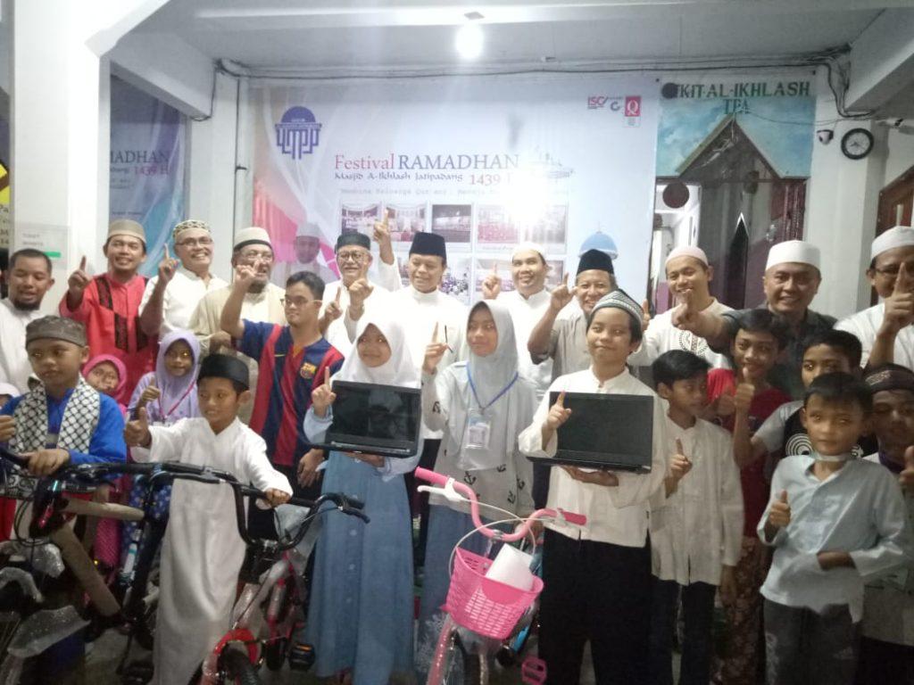 Malam Pemberian Hadiah Laptop dan Sepeda Anak Sholeh
